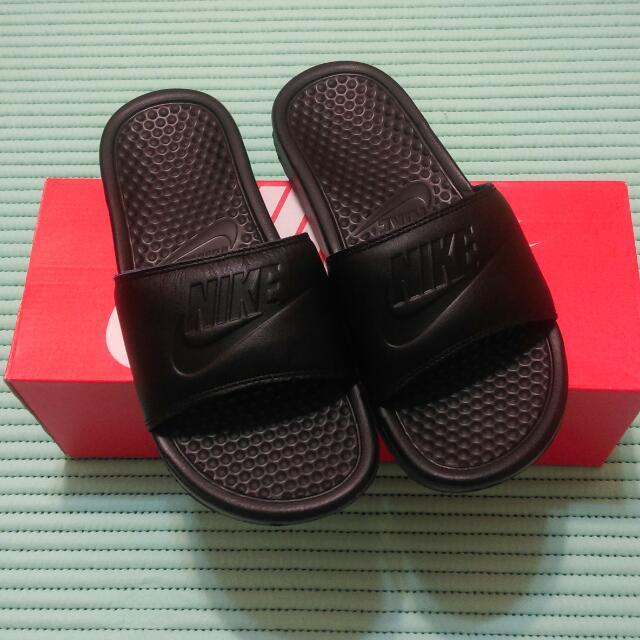 Nike全黑拖鞋(誠可議