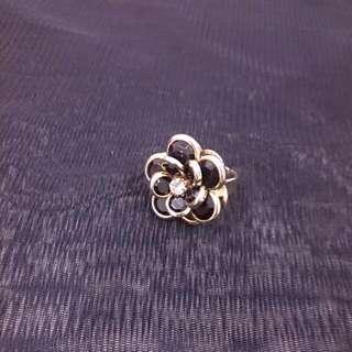 《黑色大理花》戒指