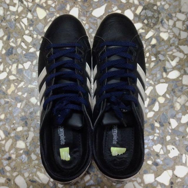 Adidas 女版舊款休閒鞋