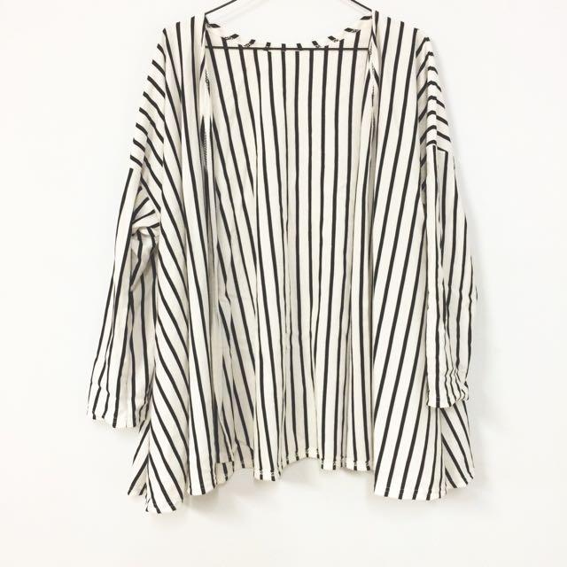 黑白條紋開襟傘狀外套