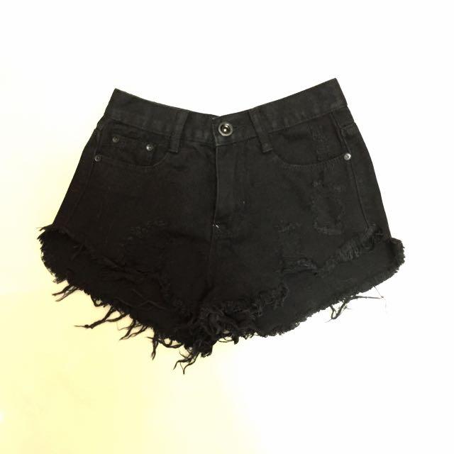 高腰黑短褲