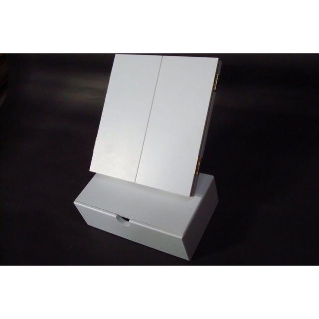 白色木製大三面化妝鏡  可調鏡面角度