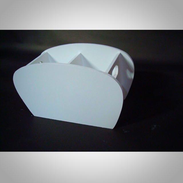 白色木製雙格弧形筆筒