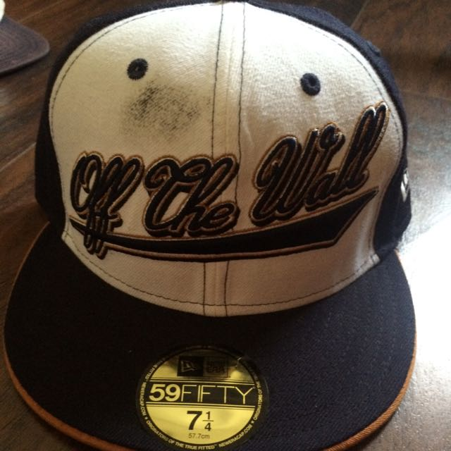 d508f6b1 Vans Off The Wall New ERA fitted Hat, Men's Fashion on Carousell