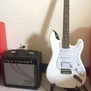 9.9成新電吉他、音箱、吉他架、背帶、裝吉他的袋子周邊用品等⋯