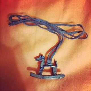 復古木馬皮繩項鍊