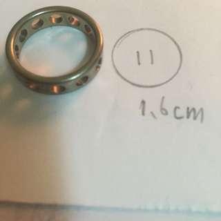 圓孔銀戒指(不確定為鍍銀還是925純銀)