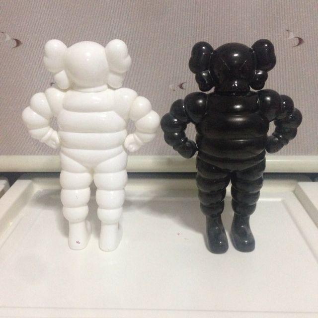 0a6adb13 Kaws Chum Figure (Instock), Toys & Games on Carousell