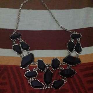Kalung Black Stones