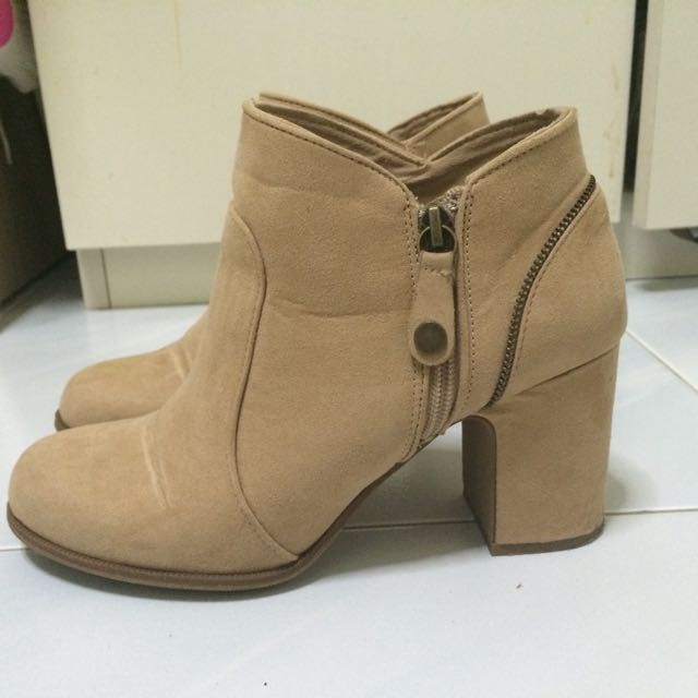 Bershka Ladies Ankle Boots Suede Skin
