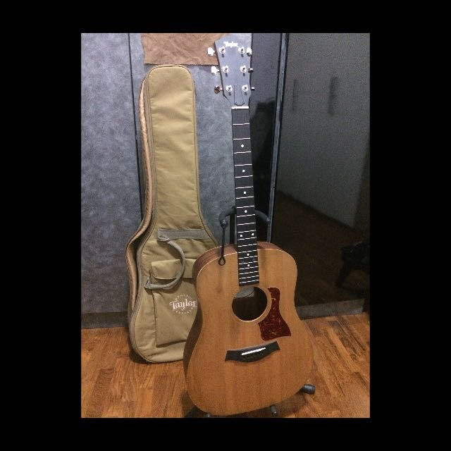Taylor Big Baby. Inclusive of bag and D'Addario gauge 10 strings. Free pickups installed (loose).