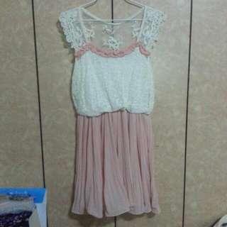 全新蕾絲拼接粉色雪紡花朵裙襬洋裝