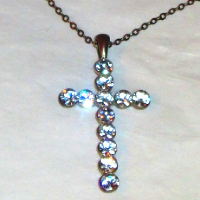 Gorgeous Rhinestone Cross Pendant And Chain