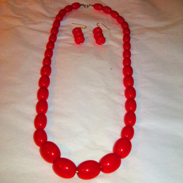 Graduated Coral Necklace With Triple Drop Earrings