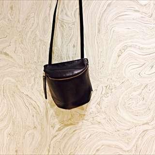 黑色輕巧側背包