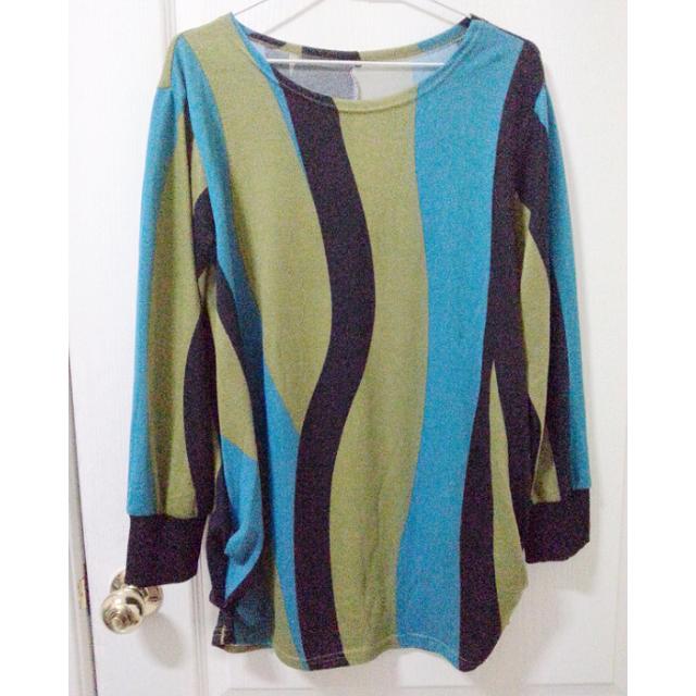 秋冬款 獨特設計 水波紋流線色彩 長袖上衣