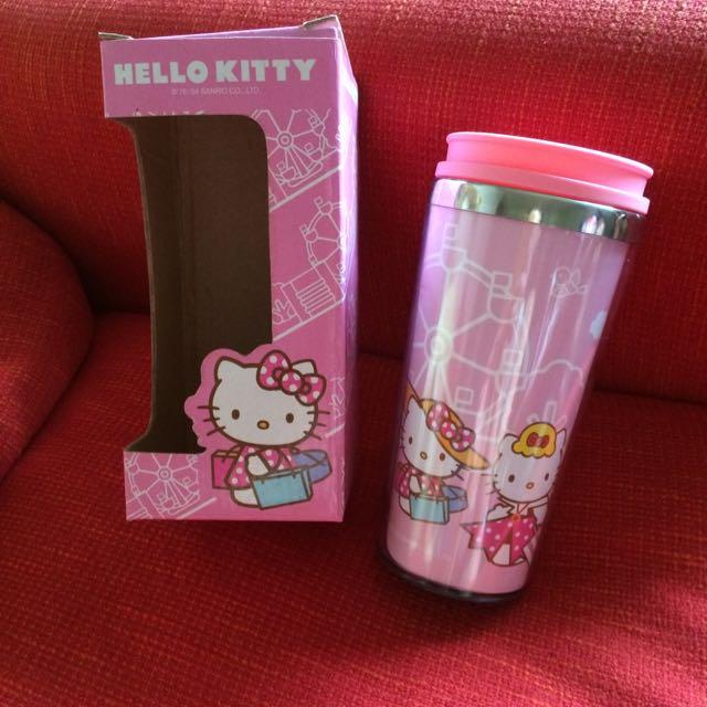 (降價了)Hello Kitty 水杯,直徑8高17.5公分,盒子上沒寫容量目測大概250-300cc,全新不過放了好一陣子,圖二爲內部照片