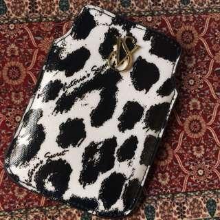 🚚 Authentic Victoria Secret phone pocket
