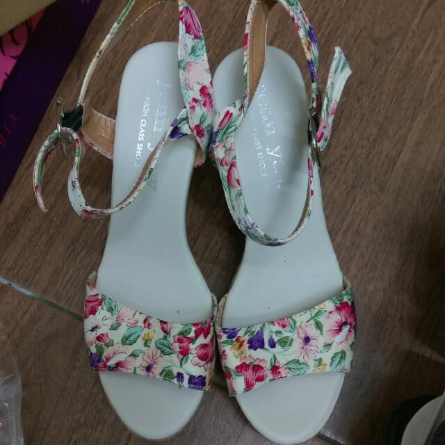 (含運!!)楔型涼鞋