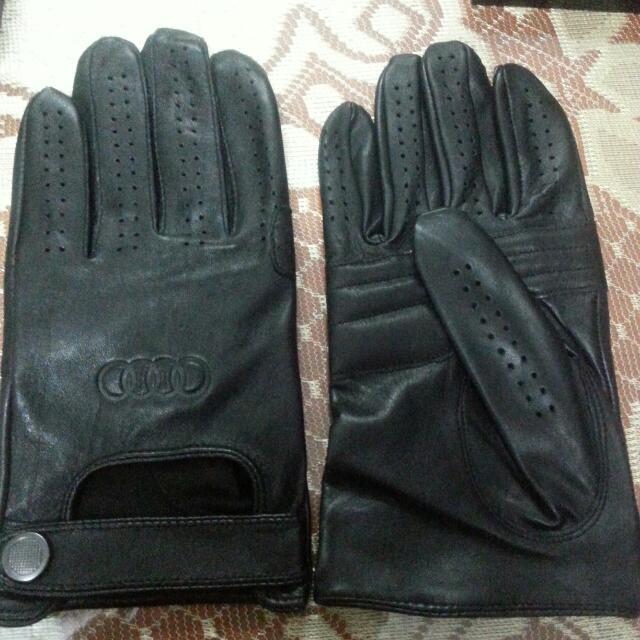 Audi driving gloves
