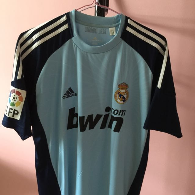 Offical Real Madrid 10 11 Goalkeeper Home Kit With Casillas  1 ... 4a207b08c