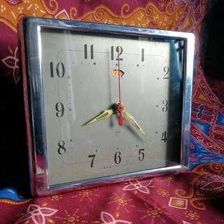 1968 Diamond Table Clock