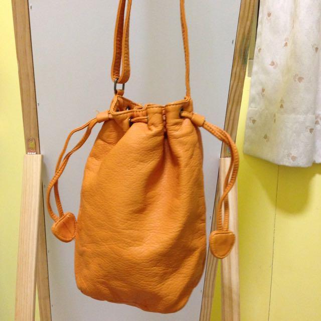 橘色水桶包