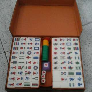 PRELOVED MINI MAHJONG SET ALL WHITE LIGHT WEIGHT COMPACT SIZE TRAVEL PACK