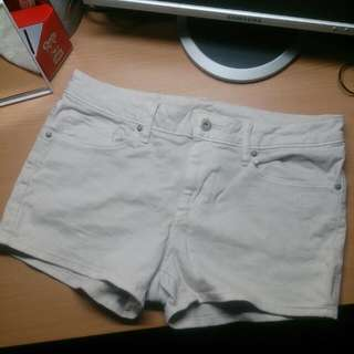 🌟含運🌟UNIQLO米白色超質感短褲🎀