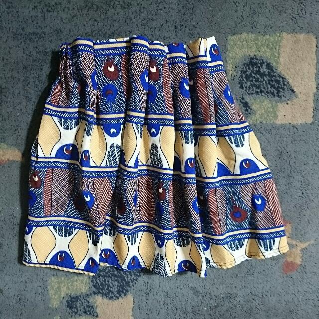 厚質料造型花圖騰打摺高腰裙