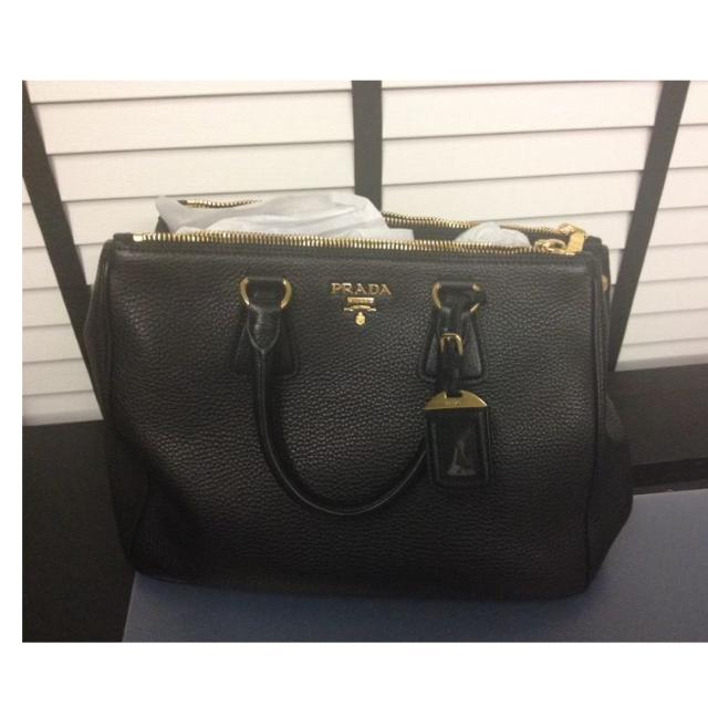 e4bd94bea44f PRADA Vitello Daino Shopping Tote Bag in Nero Black, Luxury on Carousell