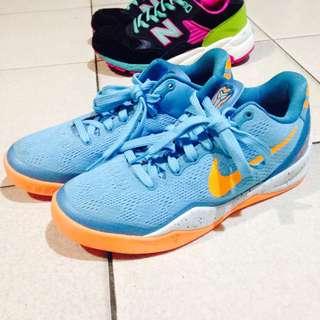 Nike Kobe海豚配色喔~穿過1次而已當初買快3000便宜售出喔💖(原鞋盒弄丟 會另外準備鞋盒喔)尺寸是23.5