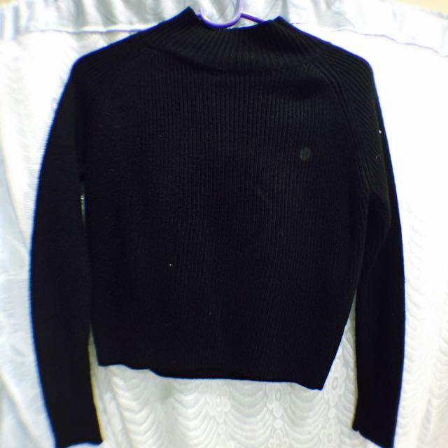 黑色短版針織上衣