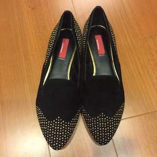 「全新」RED Saks Fifth Avenue 黑色金卯釘尖頭樂福鞋 37.5