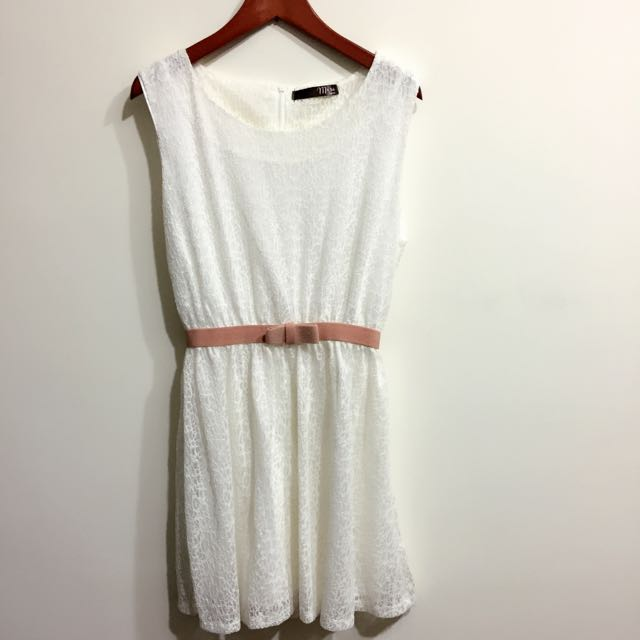 2手白色質感洋裝 $$$450元