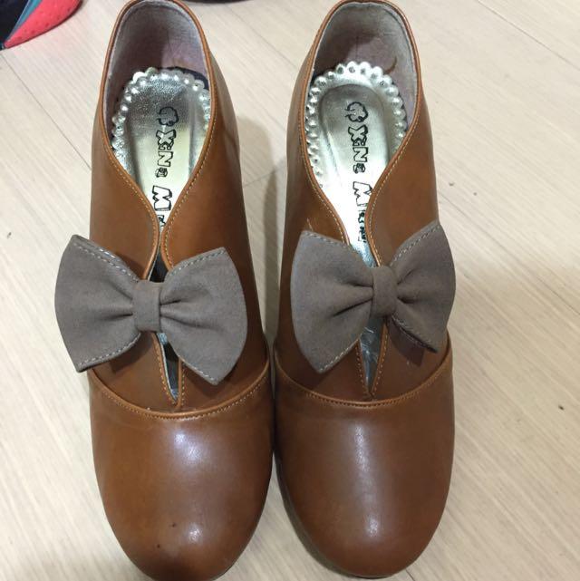 咖啡色蝴蝶結高跟鞋