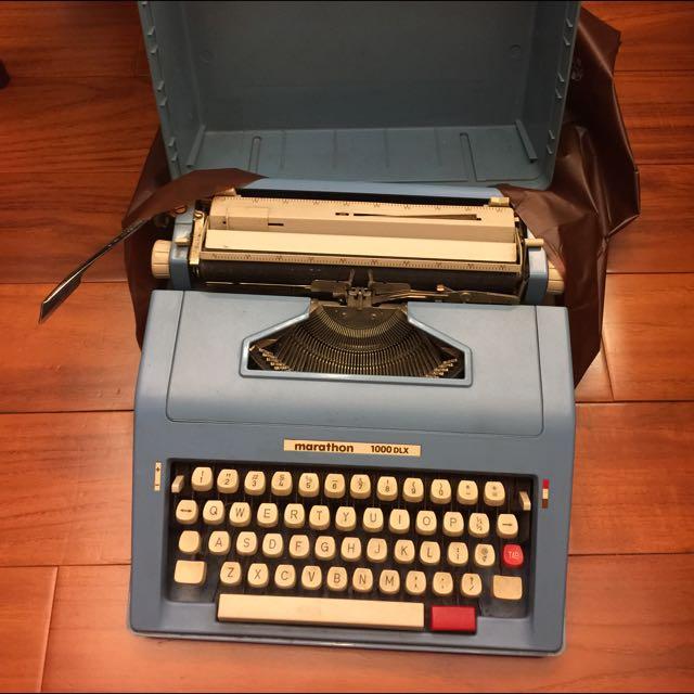 Marathon 1000DLX 打字機