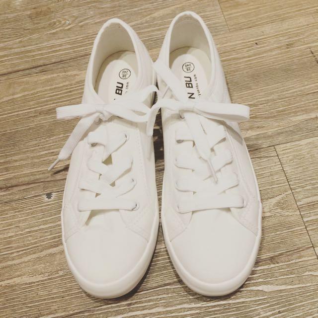 底超軟百搭小白鞋
