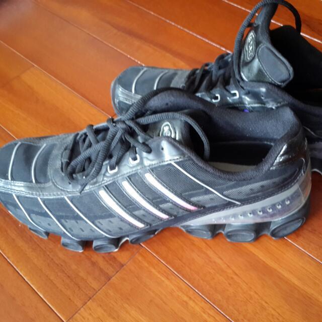 adidas Bounce黑色氣墊鞋
