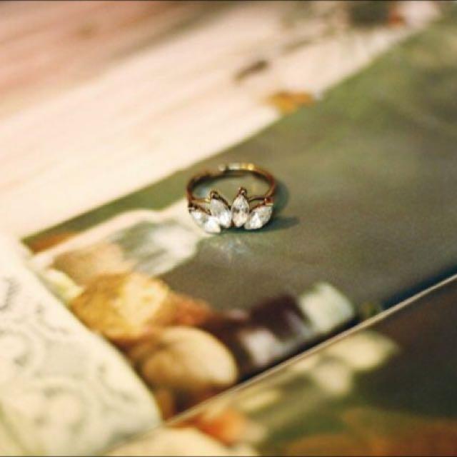 COR-DATE優雅小姐,四葉水鑽戒指