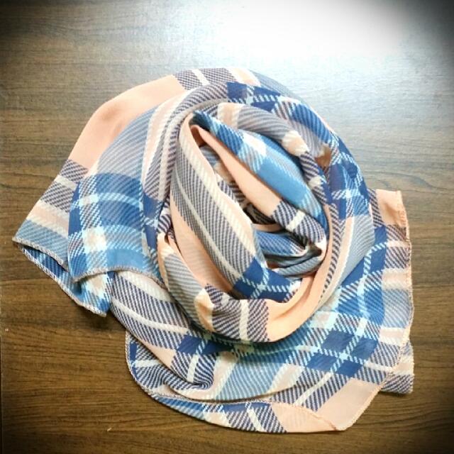粉藍格紋絲巾