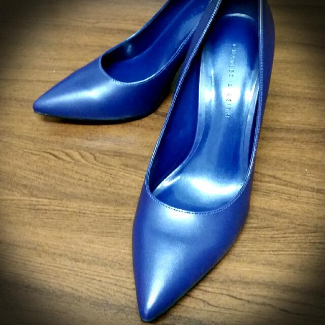 百搭藍色尖頭高跟鞋