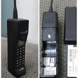 黑金剛型手機