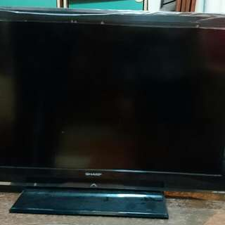 Selling Sharp 32 Inch LCD tv
