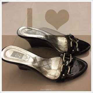 黑色馬蹄銀環扣 灰黑寶石透明邊高跟碶型鞋 23.5