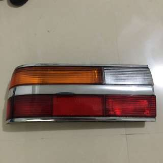 BMW寶馬5系(E28)后燈左邊一個,中古良品,無破損,售價1500元