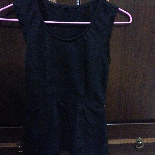 【全新】韓版腰身雕花蕾絲上衣-黑