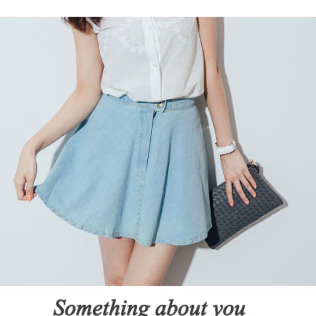 牛仔單寧單扣拉鍊傘狀寬擺短裙 淺色M號