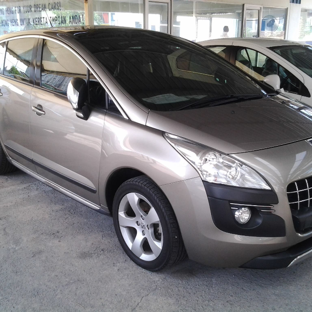 PEUGEOT 3008. 2011. PRICE IS NEGOTIABLE., Cars on Carousell