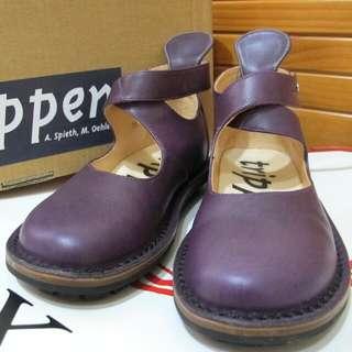 《trippen》兼具耐穿及時尚的好鞋,個性穿搭的好朋友,搭配短褲或今年夯翻的寬褲都是很棒的選擇喲!